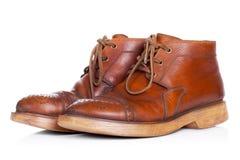 Красные старые кожаные ботинки изолированные на белой предпосылке стоковая фотография rf