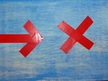 Красные стрелки на голубой предпосылке Стоковая Фотография RF