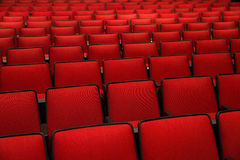 Красные стулья в кинотеатре Стоковая Фотография