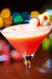 Красные тропические коктеиль или лимонад спирта с украшением Стоковое Фото