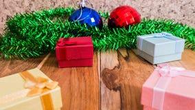 Красные украшения подарочной коробки для рождества, Нового Года Стоковое Изображение RF