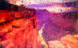 Красные утесы взгляда гранд-каньона a города от окна от высокой точки во время дождя Фокус на падениях Стоковая Фотография