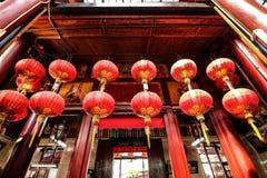 Красные фонарики в китайском виске в городском Куалае-Лумпур, Малайзии Стоковое Изображение RF