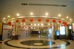 Красные фонарики в лобби гостиницы Стоковое Изображение RF