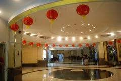 Красные фонарики в лобби гостиницы Стоковая Фотография RF
