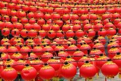 Красные фонарики на китайском виске Стоковые Изображения