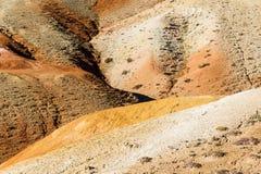 Красные холмы и горы осенью стоковое изображение rf