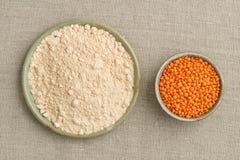Красные чечевицы и мука чечевицы Стоковая Фотография RF