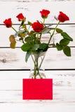 Красные чистый лист бумаги и розы Стоковое Изображение RF