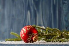 Красные шарики орнамента рождества, украшение ели Стоковое Фото