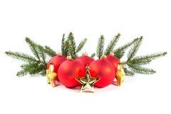 Красные шарики рождества и ветвь ели Стоковые Изображения