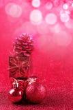 Красные шарик рождества и предпосылка яркого блеска украшения подарка Стоковое Фото