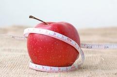Красные яблоко и metter Стоковые Изображения RF