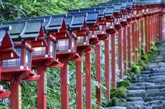 Красные японские фонарики в Kibune, Японии Стоковое Изображение RF