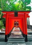 Красные archs на боге святыни Ikuta места влюбленности, Кобе Стоковые Изображения RF