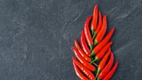 Красные chili или перец Кайенны на каменной поверхности акции видеоматериалы