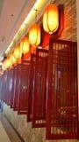 Красные laterns и деревянное окно Стоковое фото RF