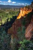 Красные rocs jaune в Roussilon Стоковое Изображение