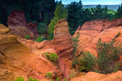 Красные rocs jaune в Roussilon Стоковое фото RF