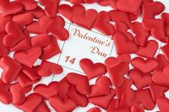 Красные silk сердца на календаре Стоковые Фото