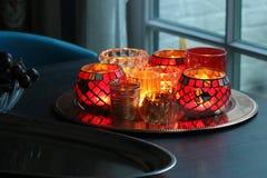 Красные tealights на плите в украшении рождества Стоковые Фото