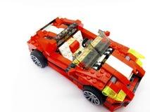 Красный автомобиль игрушки который сделал от блоков, изолированный на белом backgr Стоковые Фотографии RF