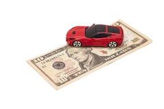 Красный автомобиль игрушки на банкноте 10 долларов Стоковое Изображение RF