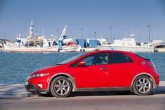 Красный автомобиль Honda Civic стоит припаркованным Стоковое Изображение