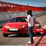 Красный автомобиль Mazda на pitlane- 27-ое августа Стоковое Изображение