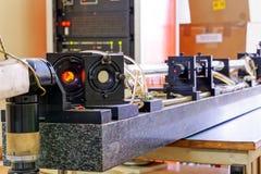 Красный лазер в лаборатории стоковое изображение