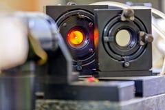 Красный лазер в лаборатории стоковые фотографии rf