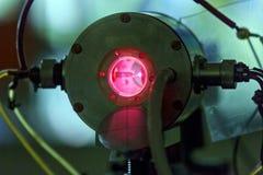 Красный лазер в лаборатории стоковое фото rf