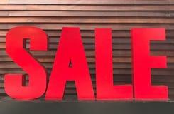 Красный алфавит знака продажи сделанный от древесины Стоковые Фото