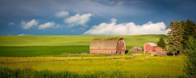 Красный амбар в стране фермы Айдахо Стоковые Фото