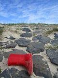 Красный ботинок на declivity стоковые фотографии rf