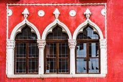 Красный винтажный фасад, Piran, Словения Стоковое фото RF