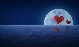 Красный воздушный шар сердца ткани на небе и луне моря фантазии, Стоковая Фотография RF