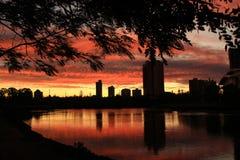 Красный восход солнца над рекой Стоковое Изображение RF