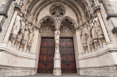 Красный вход двери собора стоковая фотография rf