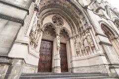 Красный вход двери собора стоковые фотографии rf