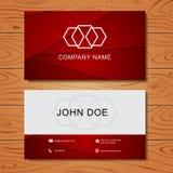 Красный геометрический шаблон дизайна визитной карточки на древесине Стоковое Изображение