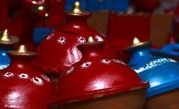 Красный & голубой фотоснимок предпосылки выставочного образца гончарни Стоковые Фотографии RF