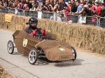 Красный гонщик импровизированной трибуны картона Bull Стоковые Фото