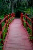 Красный гуляя мост Стоковые Фотографии RF