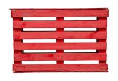 Красный деревянный паллет на белой предпосылке стоковые изображения