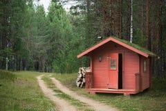 Красный деревянный охотничий домик Стоковые Фото