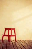 Красный деревянный стул стоковые фотографии rf