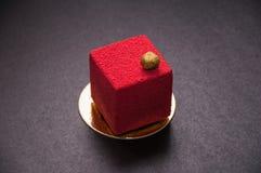 Красный десерт с гайками на верхней части Стоковая Фотография RF