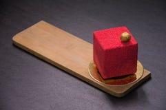 Красный десерт с гайками на верхней части Стоковые Изображения