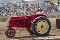 Красный & желтый трактор Cockshutt Стоковое Фото
